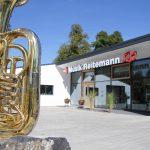 Außenansicht mit Tuba