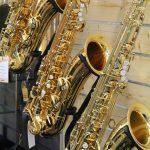 Saoxophone im Verkaufsraum