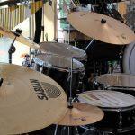 Schlagzeuge im Verkaufsraum